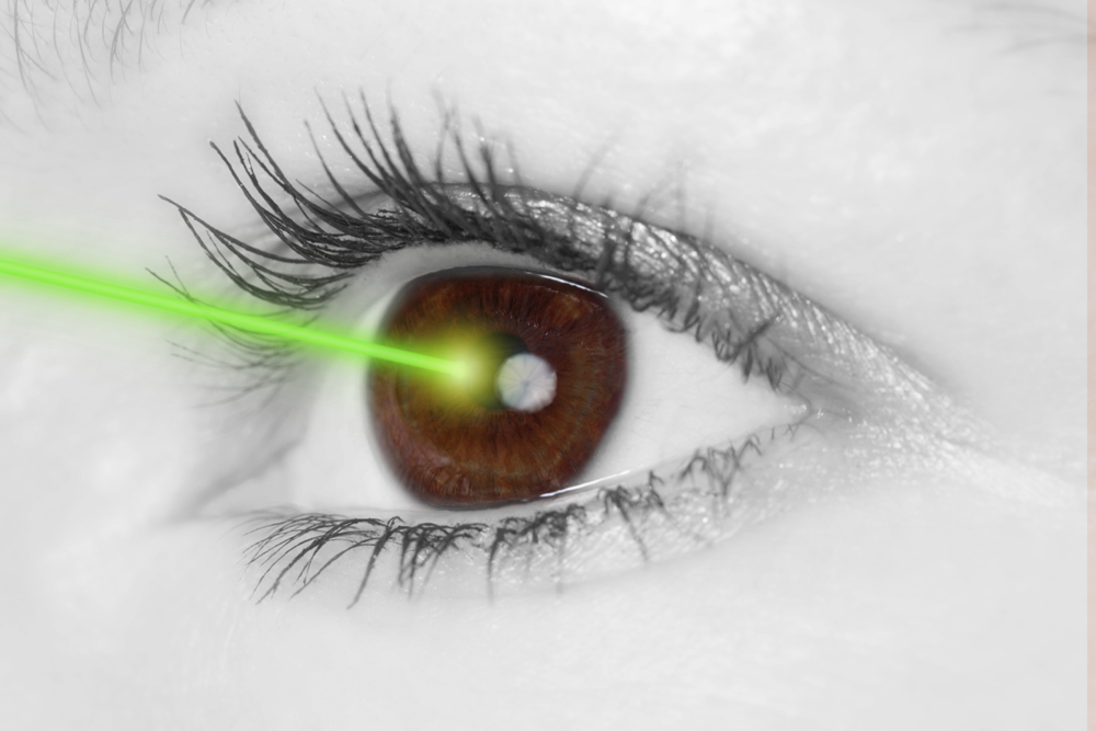 laser pointing at an eye during a LASIK procedure in Columbia, MO